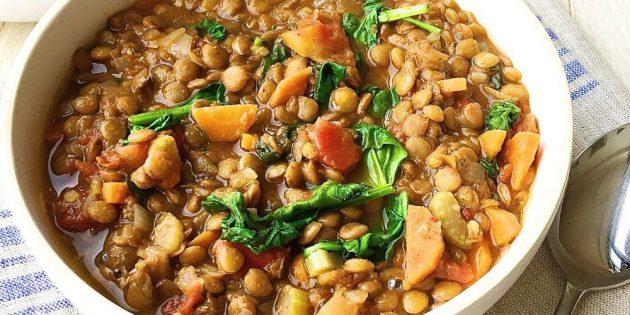 Суп из чечевицы с овощами и шпинатом