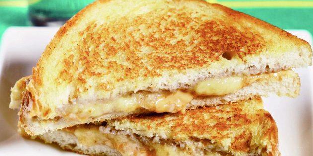 Рецепты: Сэндвич с арахисовой пастой и бананом