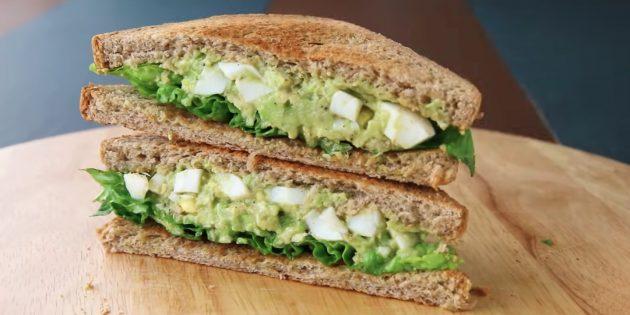 Рецепт сэндвича с авокадо, яйцом и сельдереем