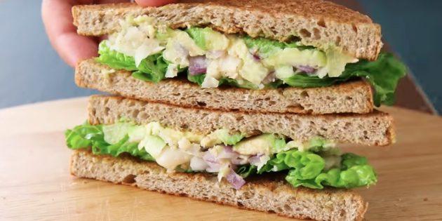 Рецепты: Сэндвич с фасолью, луком, огурцом и авокадо