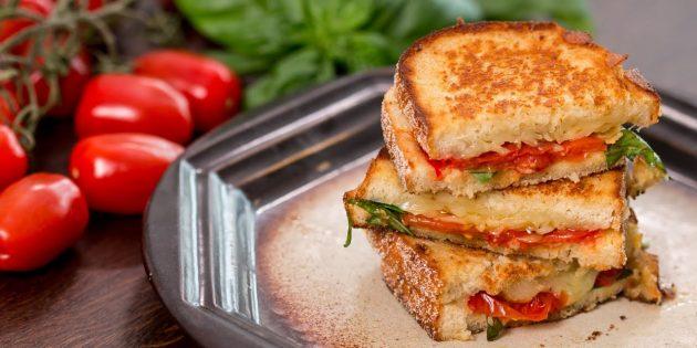 Рецепт сэндвича с запечёнными помидорами, сыром и базиликом