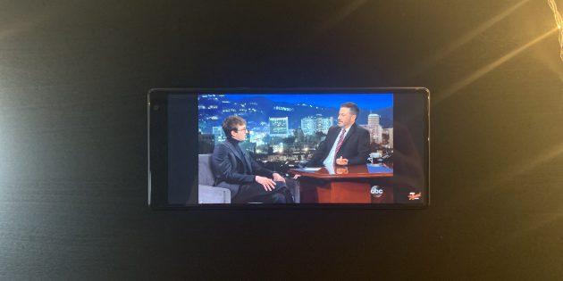 Sony Xperia 10Plus: рамки по бокам в видео