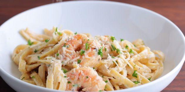 Рецепт: паста с креветками в сливочном соусе