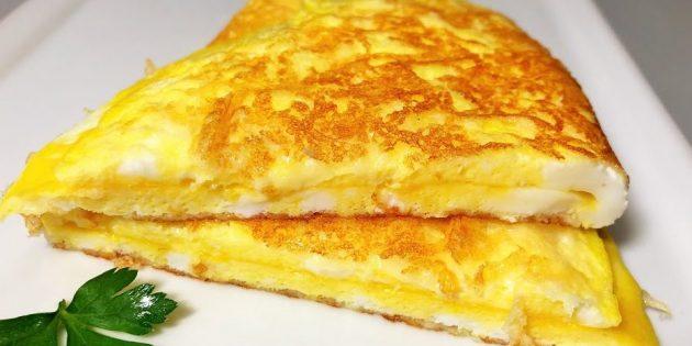Быстрый завтрак: омлет с хрустящей сырной корочкой