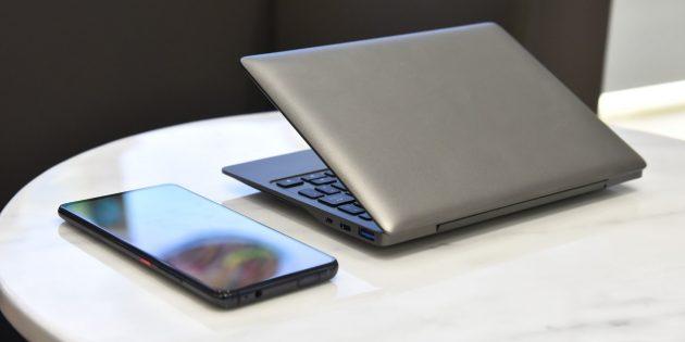 по размерам ноутбук сопоставим с iPad mini