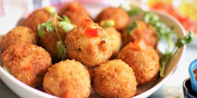 Сырные шарики с кукурузой и кинзой