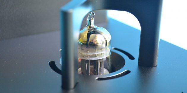 xDuoo TA-10: основное внимание привлекает электронная лампа