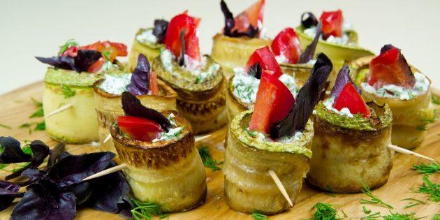Рулетики из кабачков с сыром, помидором и базиликом