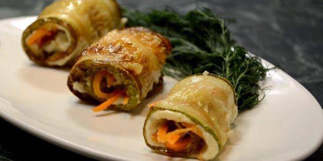 Рулетики из кабачков с яичным кремом и морковью по-корейски