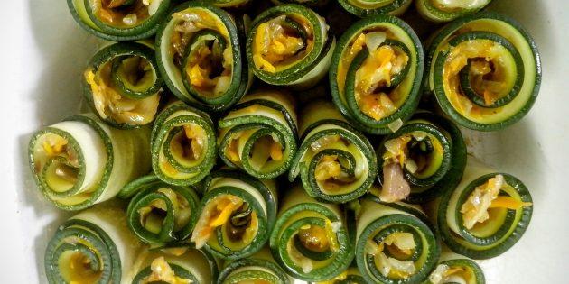 Рулетики из кабачков с грибами и сыром