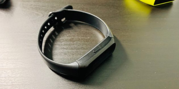 Обзор Samsung Galaxy Fit и Galaxy Fit E: Кнопка