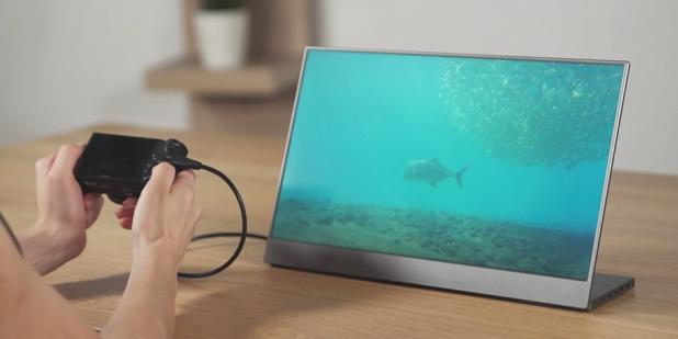 BladeX — второй экран для смартфона