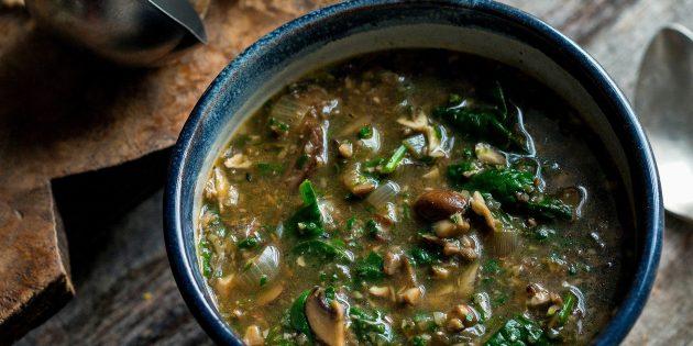 Суп из шампиньонов со шпинатом