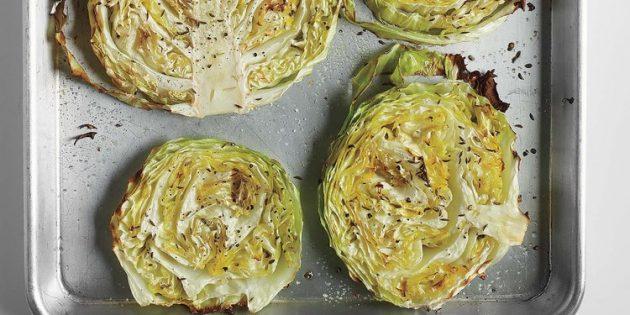 Овощи в духовке: капустные дольки