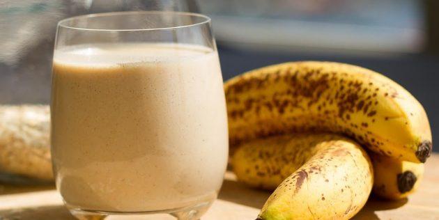 Смузи с бананом, овсянкой и арахисовой пастой