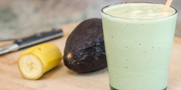 Смузи с авокадо, бананом и сгущёнкой