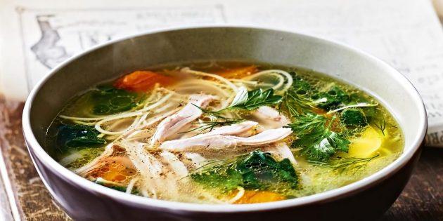Куриный суп с яичной лапшой и имбирём