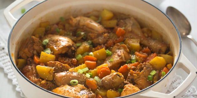 Тушёная картошка с курицей и соевым соусом