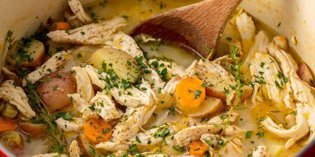 Тушёная картошка с курицей, беконом и вином