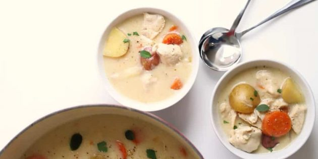 Тушёная картошка с курицей, молоком и орегано