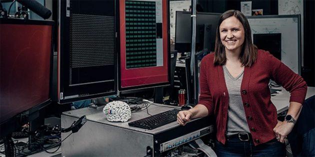 Эмили Маглер, один из разработчиков устройства Facebook, которое позволит управлять компьютерами силой мысли