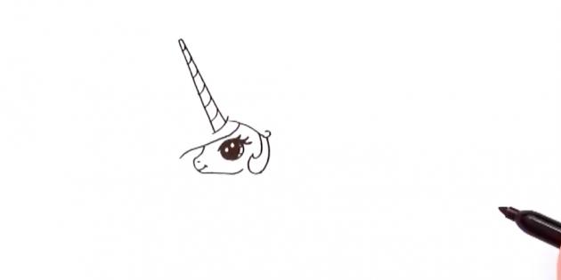 Сверху и под углом добавьте длинный конусообразный рог