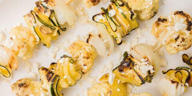 Закуски из кабачков: шашлычки с цветной капустой и фетой