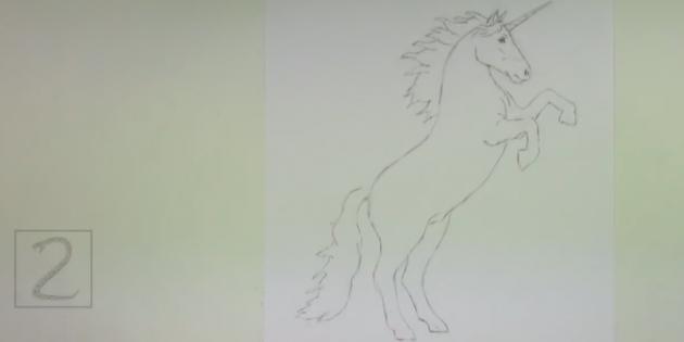 Зигзагообразными линиями нарисуйте гриву и хвост единорога