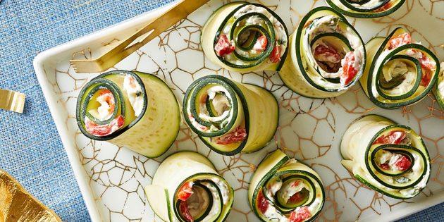 Закуски из кабачков: рулетики с базиликом, сыром и перцем