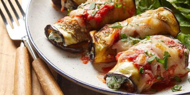 Рулетики из баклажанов со шпинатом и тремя видами сыра