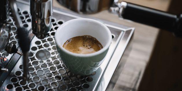 Как готовить кофе: механическая рожковая кофемашина
