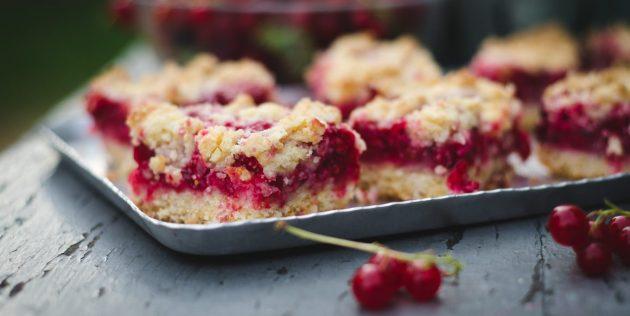 Песочный пирог с красной или белой смородиной