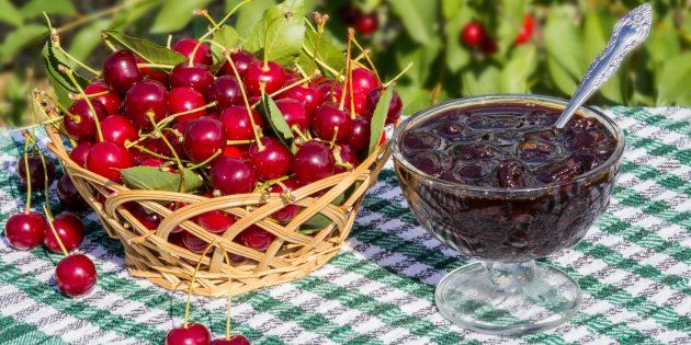 Густое варенье из вишни без косточек и чёрной смородины
