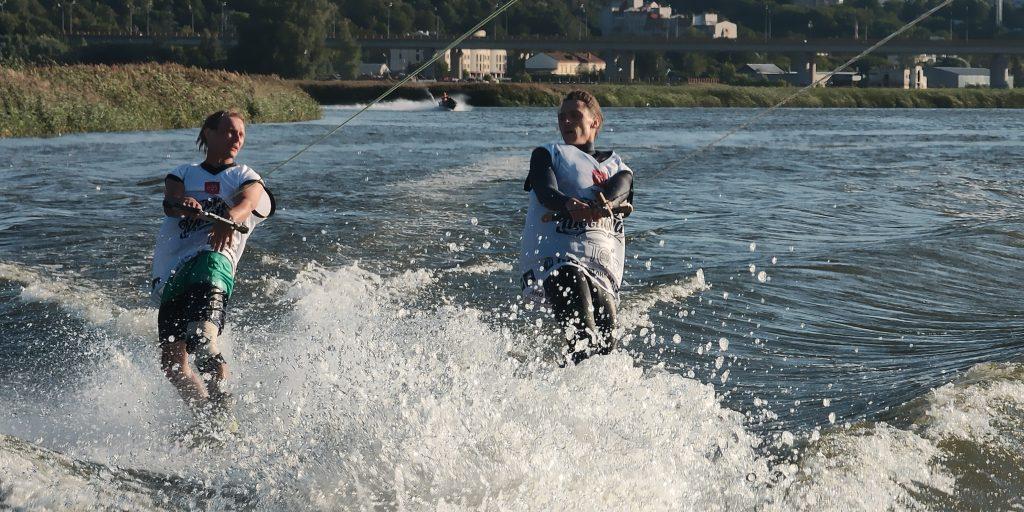 Развлечения на воде: вейкборд