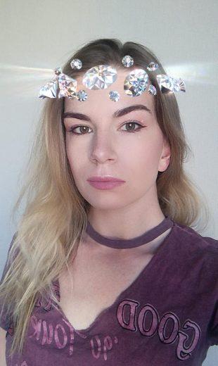 15 необычных масок для историй в Instagram: маска от Рианны