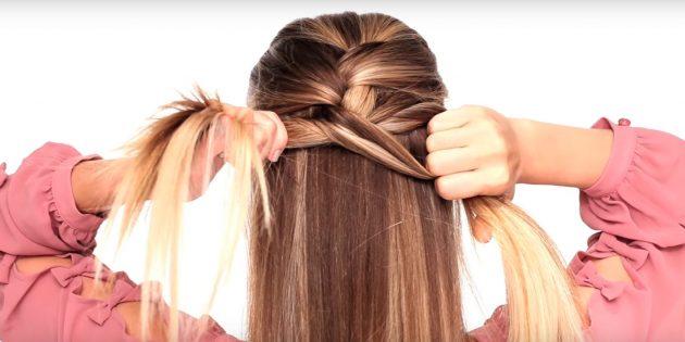Добавьте волосы к левой части колоска и перекиньте её через центральную
