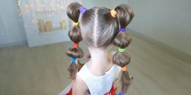 Причёски для девочек: объёмные хвостики с резинками