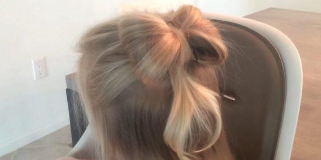 Причёски для девочек: распущенные волосы с бантиком