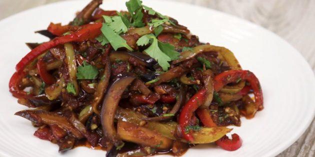 Баклажаны по-корейски с болгарским перцем и помидором
