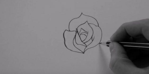 Обвейте фигуру справа плавной закруглённой линией, придайте цветку объём