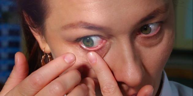 Как надевать линзы: вращайте зрачком и моргайте, пока линза не примет нужное положение