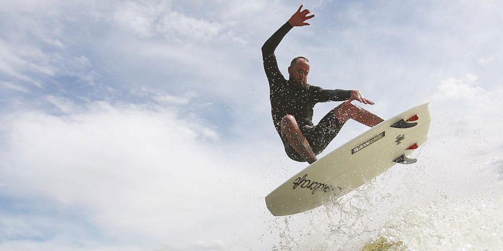 Водные развлечения: вейксёрфинг