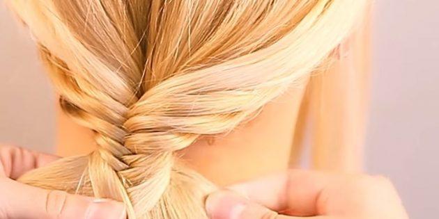 Продолжайте плетение, пока не соберёте все волосы