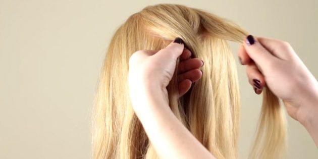 Отделите сверху посередине прядку волос и разделите её на три равные части. Перекиньте левую на центральную