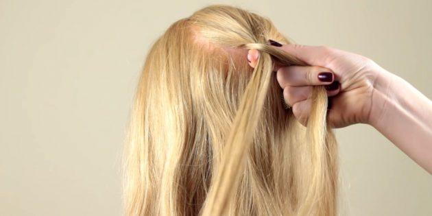 Возьмите справа немного волос и добавьте к левой прядке