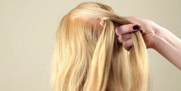 Соберите часть волос слева и добавьте их к маленькой прядке
