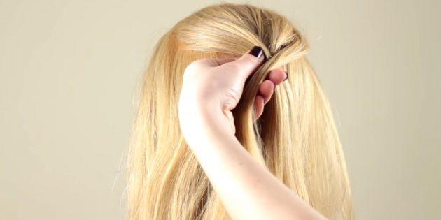Отделите маленькую прядку от края правой, перекиньте её на левую и добавьте волосы с правой части головы