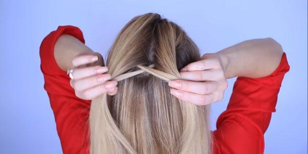 От неё тоже отделите тоненькую прядку, проведите снизу и соедините с другой частью волос