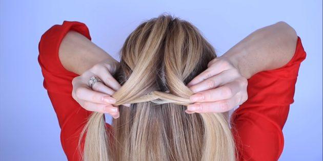 Возьмите маленькую прядку и пропустите её снизу к другой. Подцепите с той же стороны немного волос и добавьте их