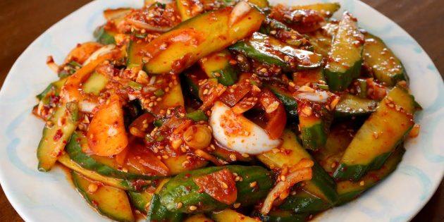 Огурцы по-корейски с луком, чесноком, соевым соусом и кунжутным маслом